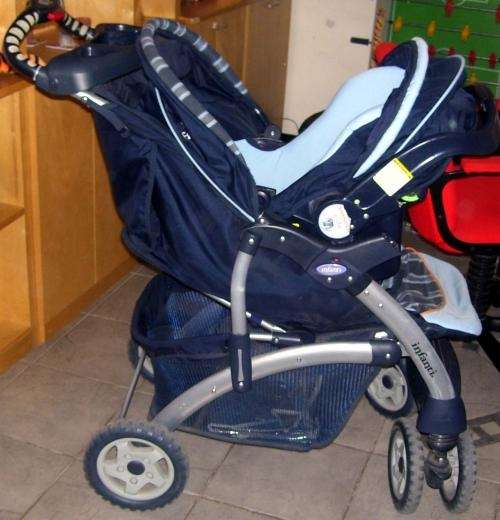 Fotos de vendo coche cuna infanti con silla nido y base for Silla de auto infanti