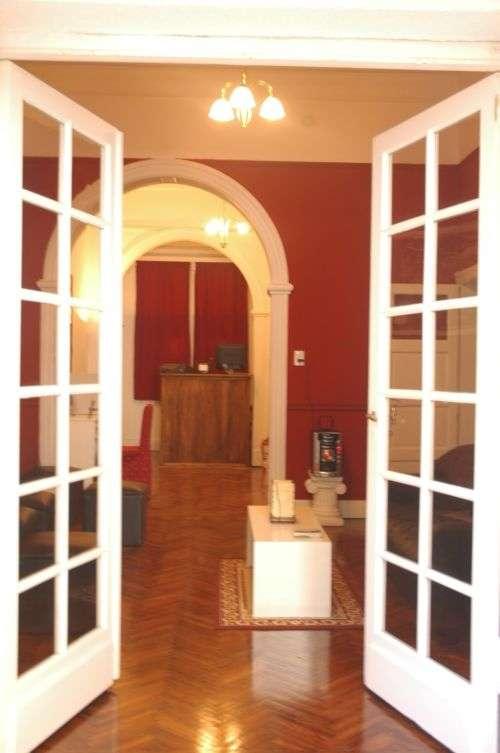 Fotos de hostel y residencia en las ca itas palermo for Habitacion familiar capital federal