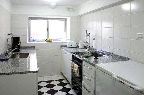 Fotos de hostel residencia universitaria en buenos aires for Habitacion familiar capital federal