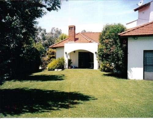Fotos de casa con piscina en country campo grande pilar for Fotos de casas de campo con piscina