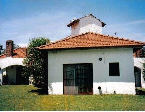 Fotos de casa con piscina en country campo grande pilar for Imagenes de casas de campo con piscina