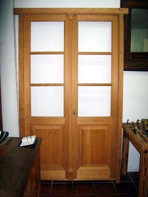 Puertas interiores de madera con vidrio for Puerta doble madera