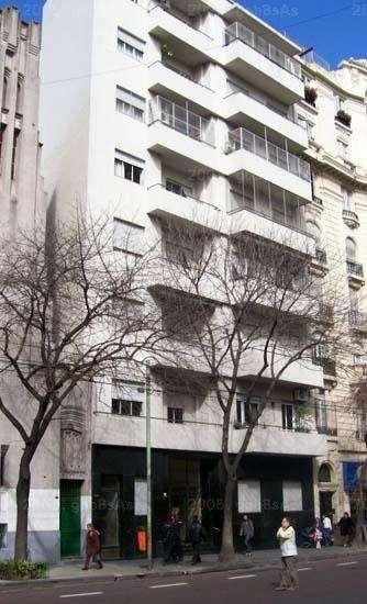 Fotos de habitacion confortable c balcon en piso for Habitacion familiar capital federal