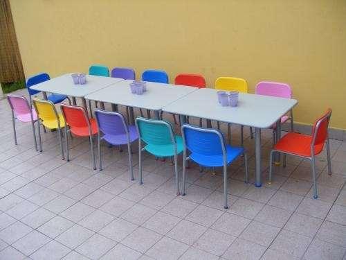 Fotos de alquiler de inflables plazas blandas metegoles y for Mesa y silla infantil