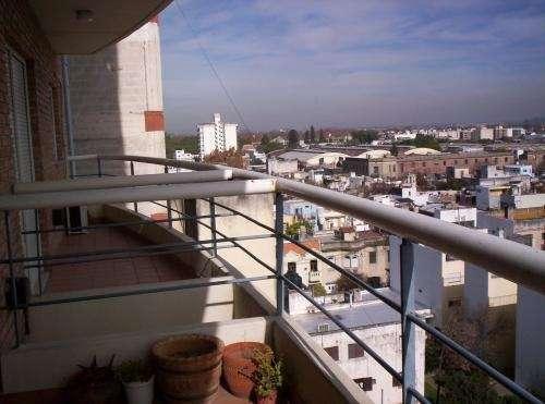 Vendo depto. 3 dormitorios en edif. con pileta, quincho, parrilleros, jardines.u$s95.000