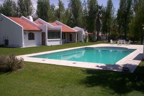 Fotos de alquiler de casa con parque y piscina mendoza for Alquiler de casas con piscina