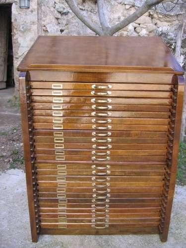 Compro muebles cristaleria manteleria bijou y ropa antigua 47976708 en Buenos...