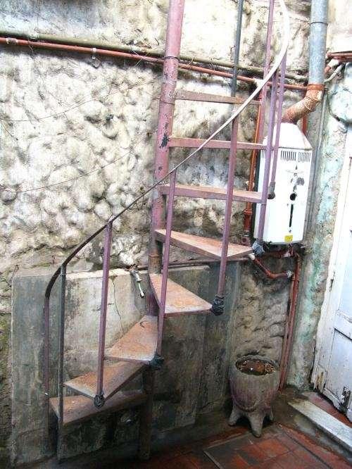 Escaleras de hierro para exterior usadas materiales de for Construccion de escaleras de hierro