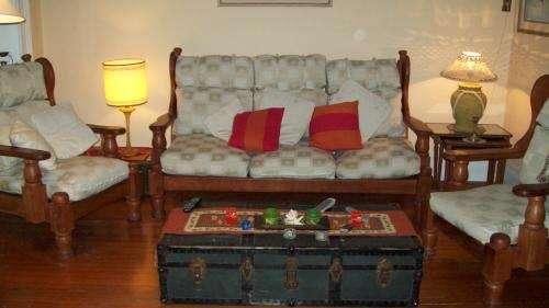 Fotos de vendo excelente juego sillones algarrobo usado for Juego de sillones usados