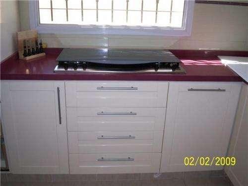 Muebles de cocina a medida, interior de placard, escaleras, decks