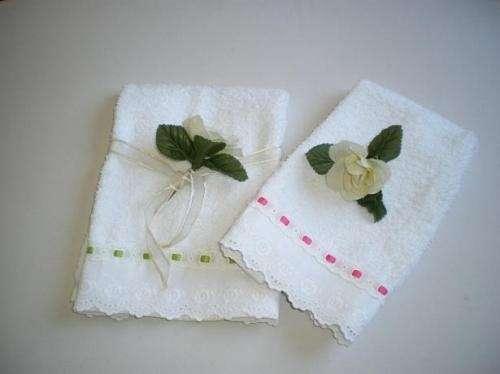 Toallas decoradas a mano imagui - Decoracion con toallas ...