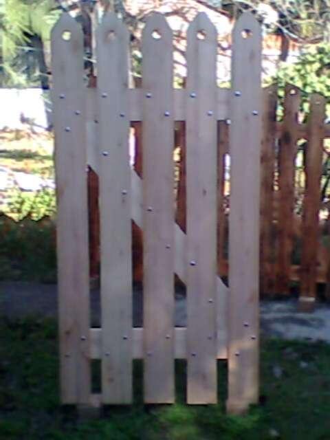 Puertas de jardin portones cercos en madera dura en - Puerta de madera para jardin ...