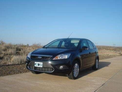 Vendo auto ford focus guía modelo 2010  color negro 3.500 km
