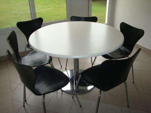 Mesa redonda base cromada con 4 sillas laqueadas car - Mesa redonda con sillas ...