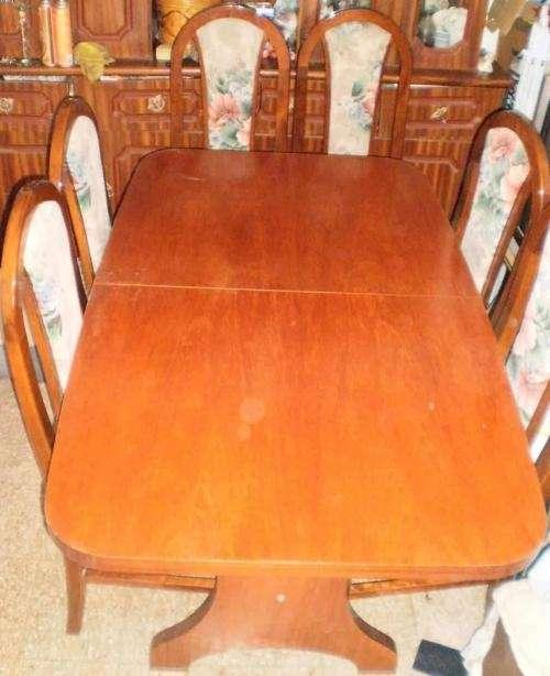 Juego de comedor mesa de vidrio extensible for Juego de mesa y sillas comedor