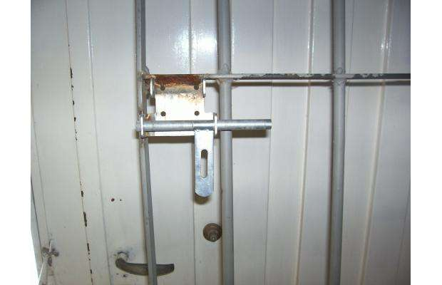 Rejas de seguridad para puertas images for Puertas de reja