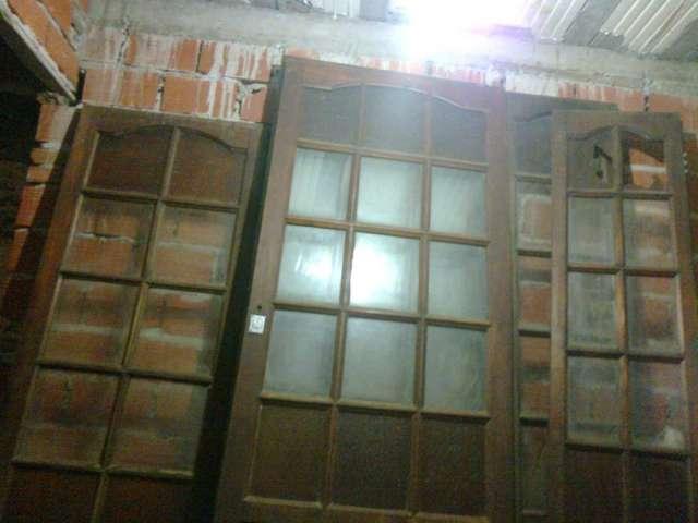 Fachada de casa antigua europea puerta de acceso principal for Puerta casa antigua