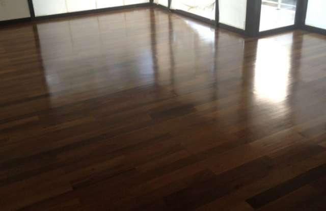 Fotos de pisos de madera pictures to pin on pinterest for Piso laminado de madera