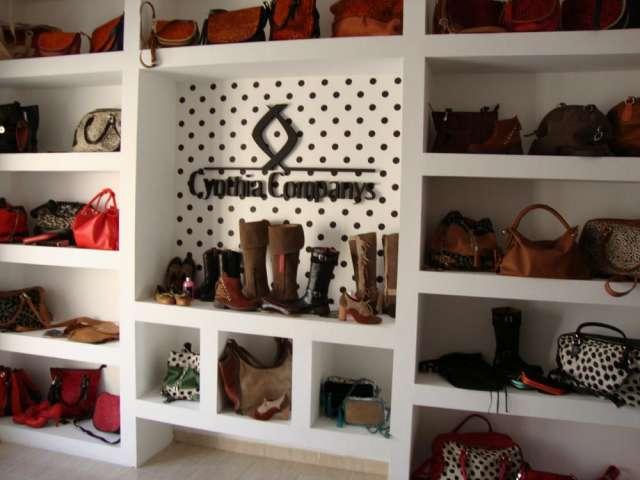 Carteras y zapatos de cuero directo de fabrica en Ramos Mejía