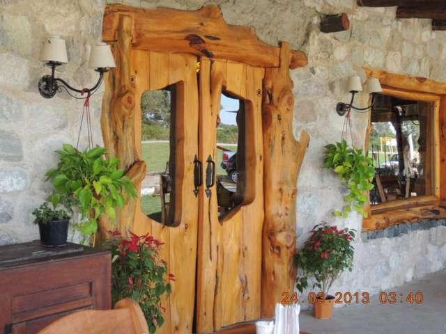 realizo puertas rusticas en cipres estilo bariloche en alta gracia decoracin y jardn