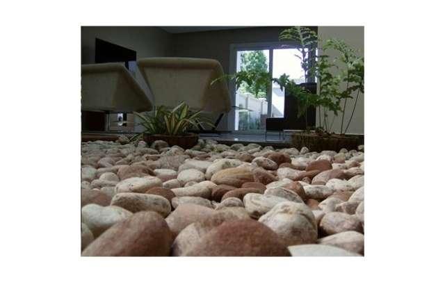 Jardines interiores con piedras - Macetas de piedra para jardin ...
