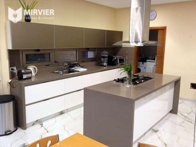 Mirvier cocinas y closets en Lomas de Zamora, Argentina  Muebles