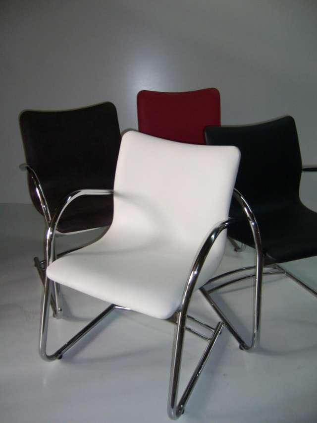 Sillas modernas para sala de estar id ias for Sillas para salas pequenas