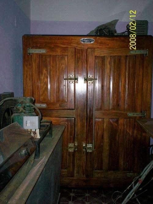 Heladera comercial de madera 3 puertas