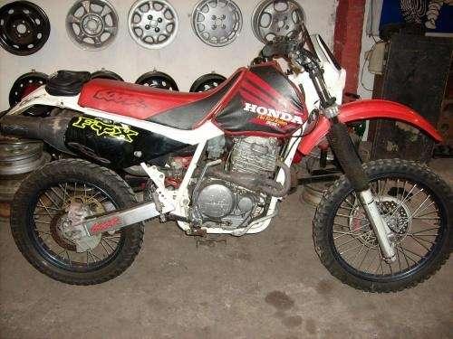 Vendo moto honda xr 600 modelo 94