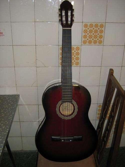 Vendo guitarra criolla importeda king unica