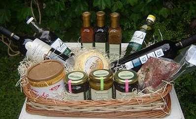 Canasto productos gourmet vino aceitunas oliva -presentes empresariales zona norte y cap