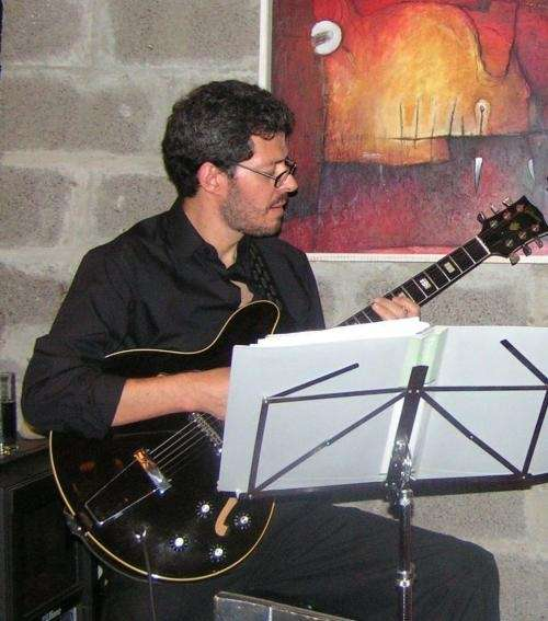 Busco contrabajista o bajista para tocar jazz