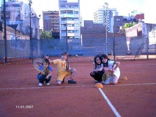 Escuela de tenis para chicos