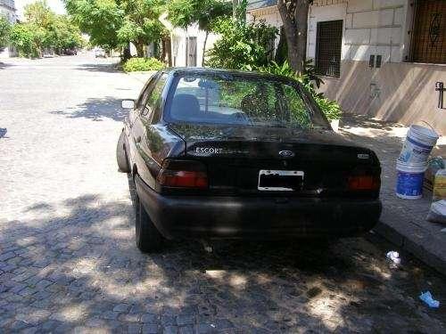 Fotos de Vendo urgente ford escort disel 1999 c/a 4
