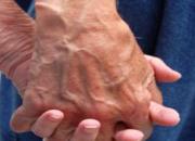 Cuidado de ancianos enfermos urgencias  15-31994425