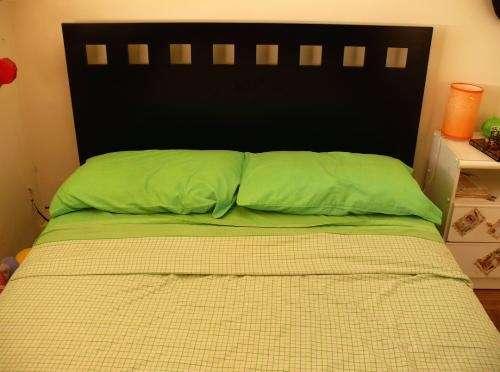 Vendo cama de 2 plazas con respaldo s/colchón