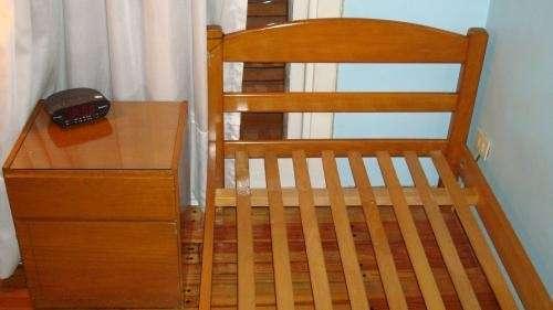 Juego de dormitorio madera guatambú una plaza cama + mesa de luz oportunidad