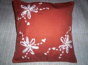 Almohadones bordados eme