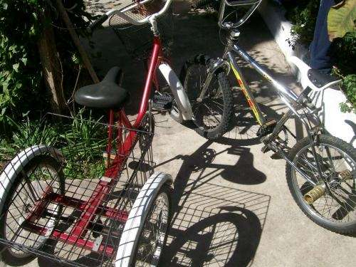 Vendo tricicleta y bicicleta