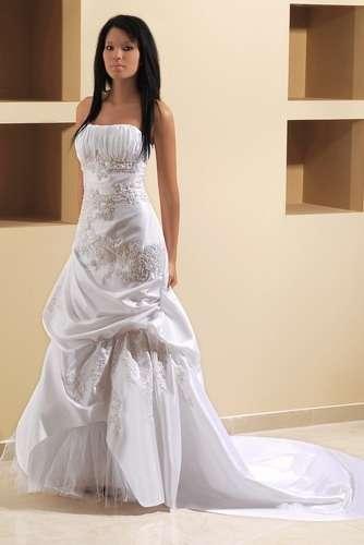 fotos de bordados de vestidos de novias en piedra en capital federal