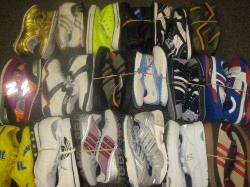 Ropa, tenis, y accesorios deportivos