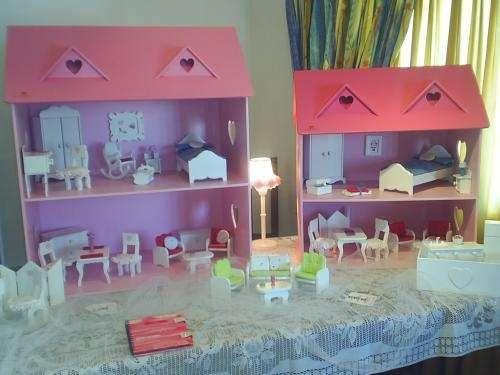 Casas y muebles de madera laqueada para muñecas