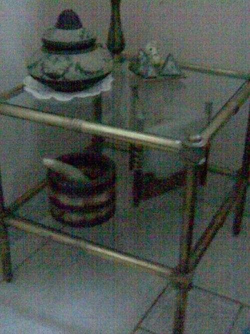 Vendo mesa de bronce y vidrio ratona