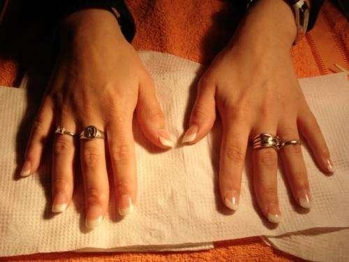 Uñas esculpidas acrílico/ tips; sistema invertido. perman.y tint pestañas