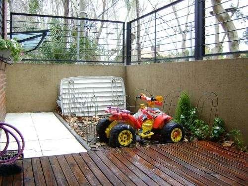 Dueño vende depto impecable 3 amb c/cochera y jardin tigre centro