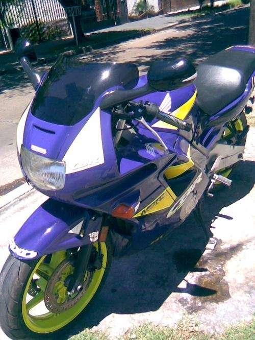 Fotos de Vendo moto honda cbr 600 2