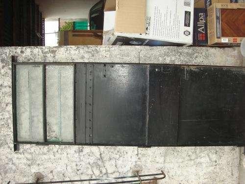 Puerta de hierro y chapa pesada
