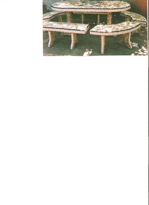 Vendo mesa de jardín con bancos.