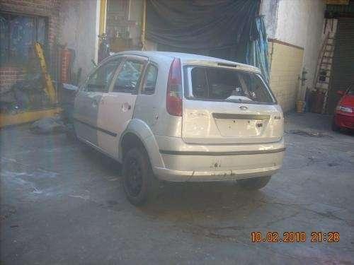 Se vende carroceria de ford fiesta