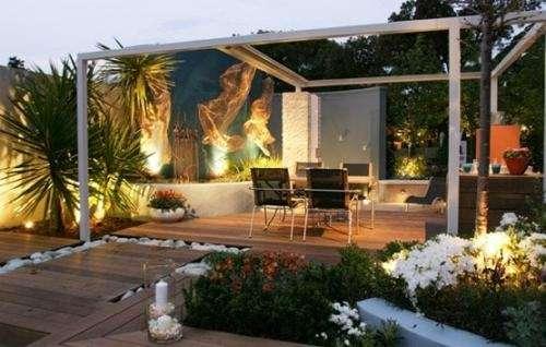 Jardines minimalistas cascadas y lagos artificiales en Capital